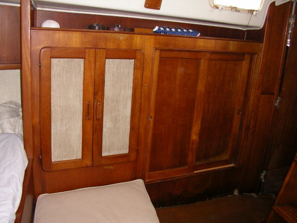 Port side lockers in the aft stateroom